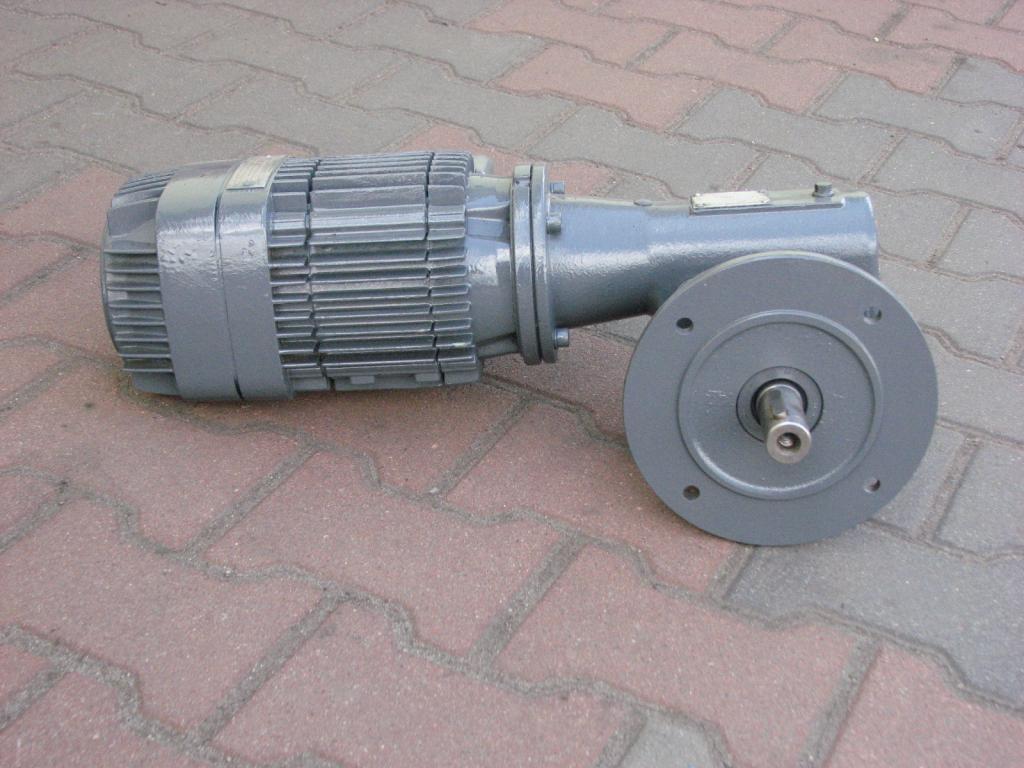 Uhol Gearmotor 0.83KW. 98BR./min .. Textúra!