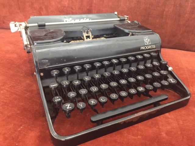 Пишущая машинка OLIMPIA Progress старая