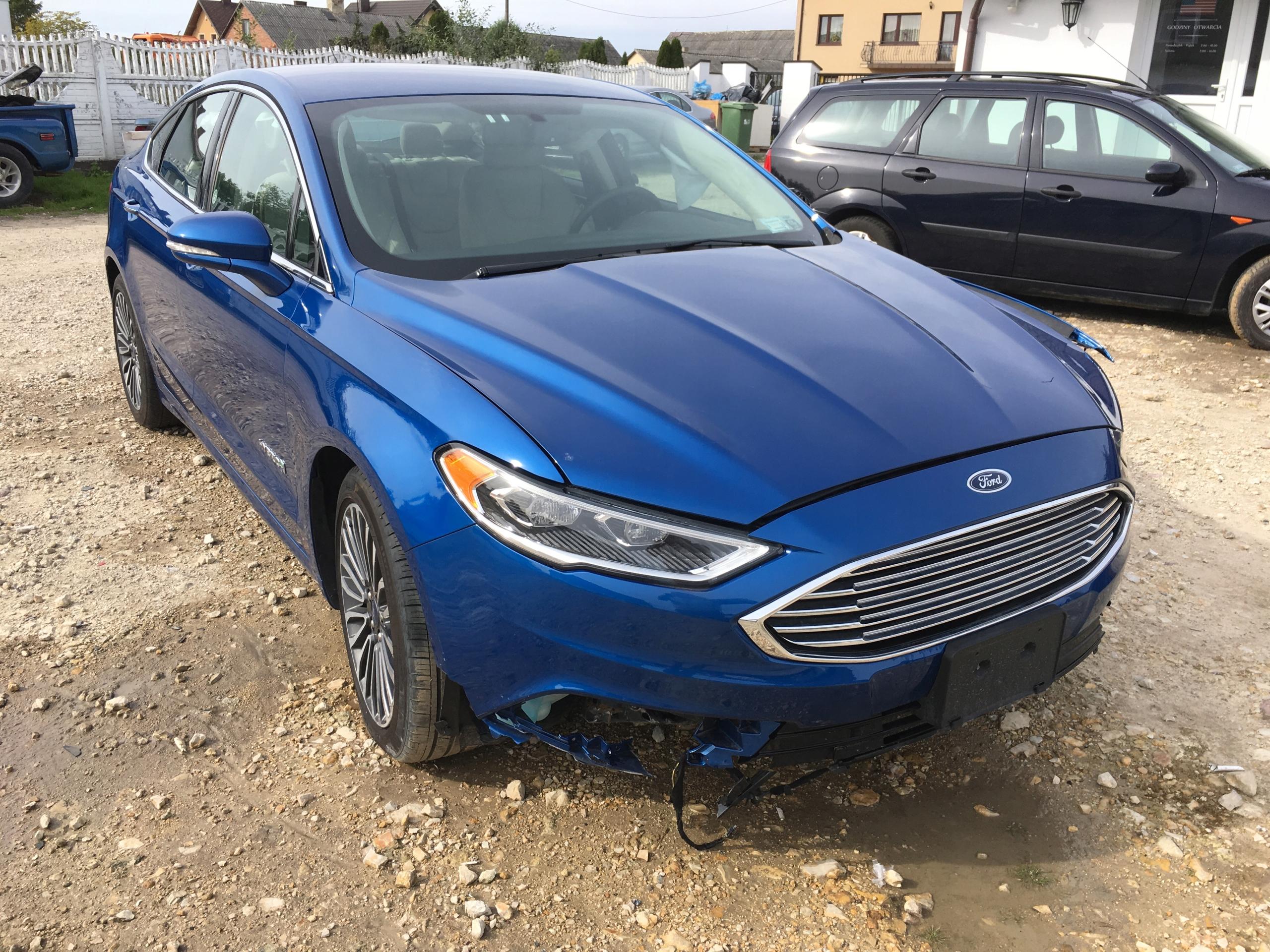 Ford Fusion/Mondeo Titanium Hybrid 2017 (94 foto)