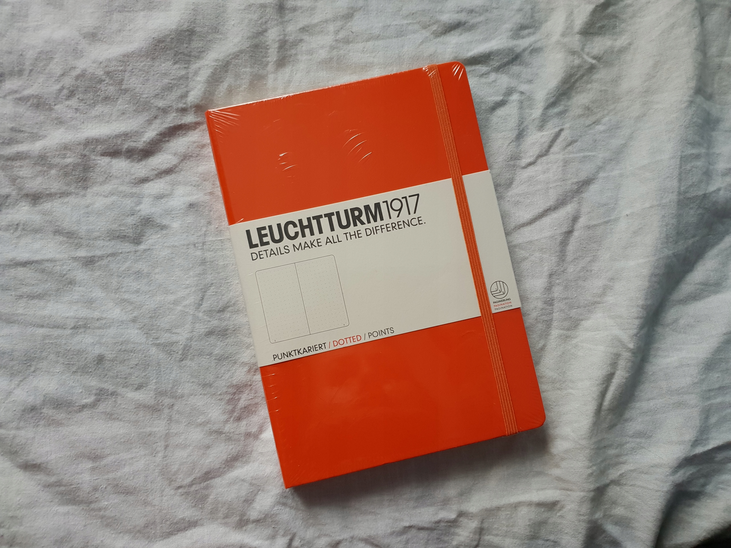 Leuchtturm 1917 Medium A5 kropki pomarańczowy