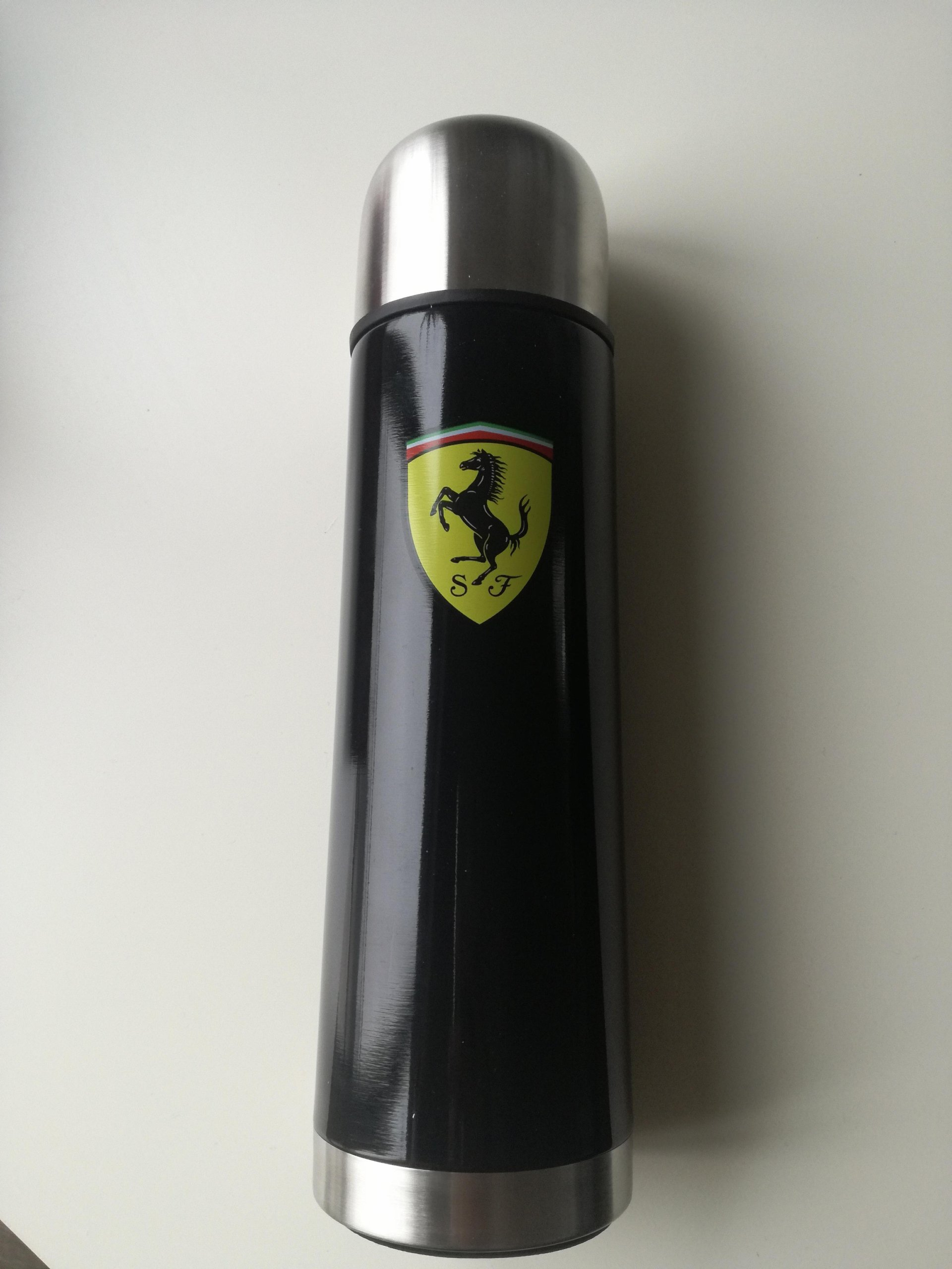 Oryginalny termos Scuderia Ferrari czarny