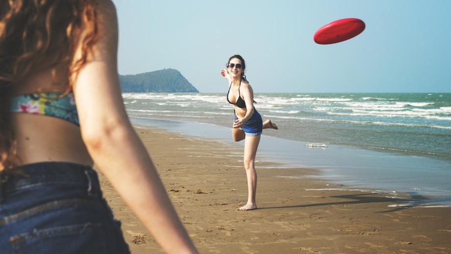 W co grać na plaży – 5 najlepszych aktywności grupowych