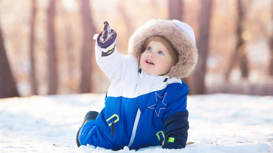 Kombinezon dla dziecka jedno- czy dwuczęściowy – który lepszy na zimę?