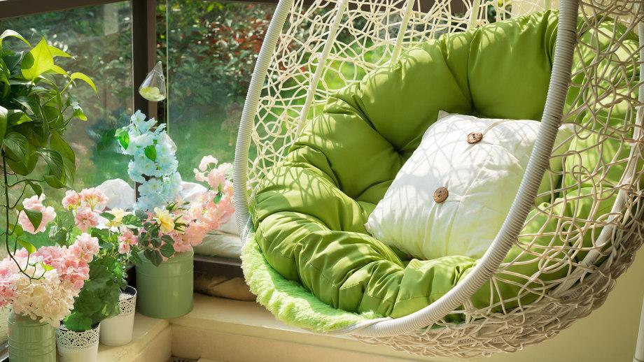 10 vrchných zavesených záhradných stoličiek