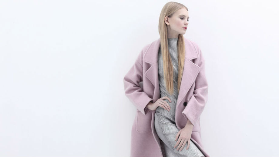 Almost Mauve. Propozycje stylizacji z kurtką lub płaszczem