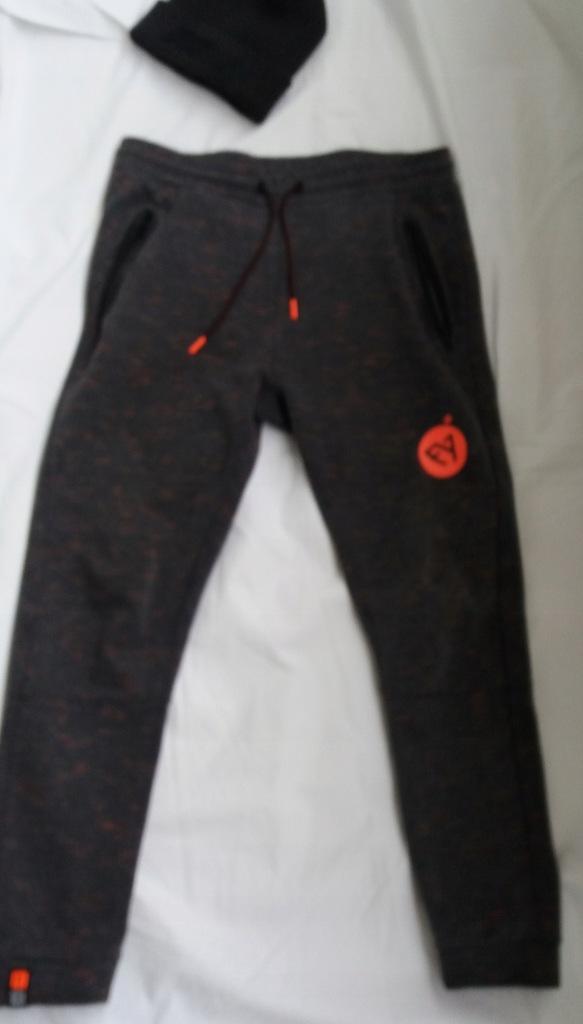 Spodnie dresowe CROPP M