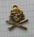 odznaka czaszka bagnet granat (1)