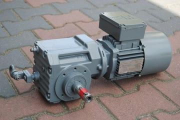 Uhlový prevodový motor 0,37kW 84EBR s spojkou. Šiť