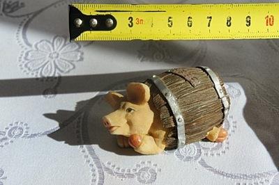 Figurka The Leonardo Collection - świnka w beczce