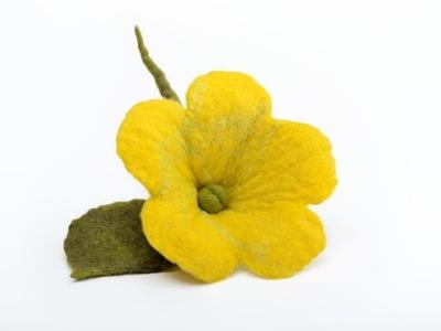 Optymistyczna żółta broszka filcowa JASKIER kwiat