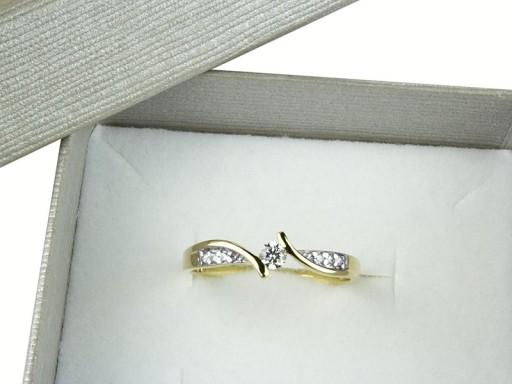 Znakomity Złoty Pierścionek z Cyrkoniami pr.585r14